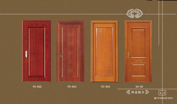 实木复合烤漆门是一个统称词,它包括的种类很多。如:实木复合烤漆门,实木复合门,复合门,模压门,双包门等。实木复合烤漆门就是门的整体完全用实木加工而成。时下比较流行的材质大致有胡桃木、樱桃木、沙比利、楸木、水曲柳、榉木、枫木、橡木等。门的特点是木纹纹理清晰,有很强的整体感和立体感。根据不同材质它的价格不等。但它最大的缺点是易变形开裂,这是木材本身的特性造成的,目前国际上最先进的工艺也无法来彻底解决。